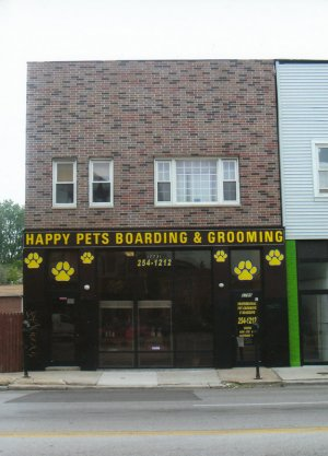 Happy_Pets_B_G_across_the_street.JPG